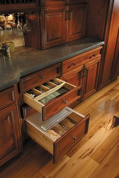 Fieldstone Cabinetry Cutlery Wood Rack And Bread Liner
