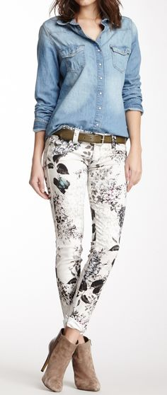 Floral jeans, Clone your favourite denim jeans to a floral print! Looks Chic, Looks Style, Casual Looks, My Style, Summer Outfits, Casual Outfits, Cute Outfits, Fashion Outfits, Womens Fashion