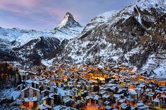 ツェルマットの町とマッターホルン(スイス)