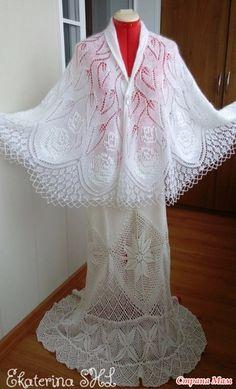 """Всем добрый день!!! Сбылась моя давнишняя мечта и прямо в канун Нового года, Связала шаль невероятной красоты """"Розовый куст"""" Не удержалась, отбросила всё и хвалюсь Free Crochet Doily Patterns, Crochet Vest Pattern, Lace Knitting Patterns, Shawl Patterns, Knit Or Crochet, Loom Knitting, Crochet Shawl, Knitted Shawls, Crochet Scarves"""