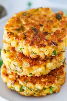 Cheesy Corn Fritters Corn Fritters Recipe – Crispy on the edges, soft. Cheesy Corn Fritters Corn Fritters Recipe – Crispy on the edges, soft in the middle and so delicious, these l Vegetarian Recipes, Cooking Recipes, Healthy Recipes, Casseroles Healthy, Soft Food Recipes, Vegetarian Side Dishes, Beef Recipes, Fresh Corn Recipes, Griddle Recipes