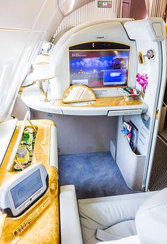 Emirates First Class Suite http://travel.bart.la/2014/05/27/emirates-a380-first-class-amsterdam-dubai-ek148/