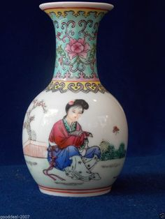 Beautiful Chinese Porcelain Famille Rose Vase . Republic period . 5 inch tall.Auction will end sunday.Current starting bid is only $9.84  !!!