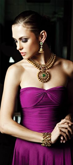 Indian Jewelry and Clothing: Wonderful bridal jewelry from Khurana Jewellers. Indian Wedding Jewelry, Indian Bridal, Indian Jewelry, Bridal Jewelry, Gold Jewellery, Indian Necklace, Jewellery Designs, Bridal Accessories, Traditional Indian Jewellery