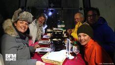 Manger une fondue perché au-dessus des pistes de ski