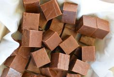 The best milk chocolate fudge (Only 3 ingredients! Parfait Desserts, Easy Desserts, Dessert Recipes, Nutella, Traditional Christmas Food, Healthy Holiday Recipes, Chocolate Fudge, Vegetable Drinks, Toffee