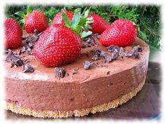 Suklaakakku (maidoton, munaton, vegaani) No Bake Desserts, Vegan Desserts, Raw Food Recipes, Baking Recipes, Delicious Desserts, Vegetarian Recipes, Yummy Food, Finnish Recipes, Food Articles
