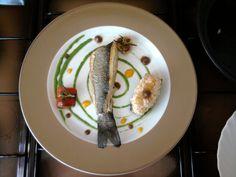 JHS * * /  Bar et sauce verte de persil et le fenouil, courgettes farcies au fromage ricotta et tomate Gino D'Aquino