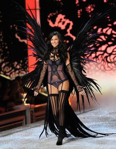 Google Image Result for http://btwnthebuttons.files.wordpress.com/2011/11/110911_victorias_secret_132000227111110000752.jpg