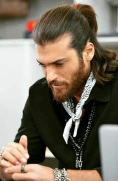 Can Yaman Man Bun Hairstyles, Mens Hairstyles With Beard, Hair And Beard Styles, Haircuts For Men, Long Hair Styles, Outfit Hombre Casual, Casual Summer Outfits For Women, Turkish Men, Good Looking Men