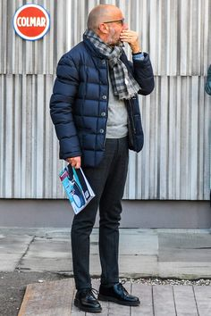 Why mens fashion casual matters? Because no one likes to look boring! But what are the best mens fashion casual tips out there that can help you […] Mens Fashion Wear, Look Fashion, Winter Fashion, Fashion Design, Fashion Styles, Style Casual, Men Casual, Style Masculin, Winter Outfits Men