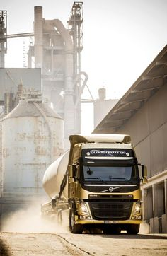 Volvo Trucks is one of the largest truck brands in the world. We sell vehicles and services in more than 140 countries. Heavy Duty Trucks, Heavy Truck, Big Trucks, Large Truck, Truck Paint, Volvo Trucks, Heavy Equipment, Cars Motorcycles, Tractors