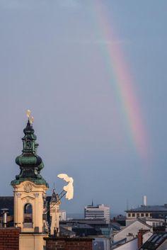 OÖN-Leser Dominik Derflinger hielt diesen schönen Regenbogen über der Linzer Innenstadt fotografisch fest.  (Bild: Derflinger)