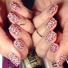 Awesome leopard pattern nail art-