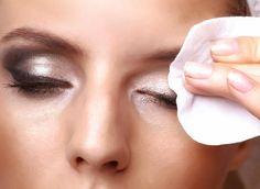 http://www.rougeframboise.com/beaute/se-demaquiller-en-3-etapes  #maquillage #makeup #peau