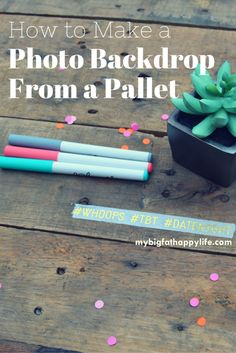 How to Make a Photo Backdrop From a Pallet - My Big Fat Happy Life Pallet Backdrop, Photo Booth Backdrop, Diy Backdrop, Best Homemade Dog Food, Do It Yourself Projects, Diy Pallet Projects, Grad Parties, Diy Wall Art, Photography Tips