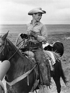 HUD - Brandon de Wilde on location in Texas - Directed by Martin Ritt - Paramount - Publicity Still.
