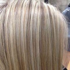 See the source image Hair Color 2017, Cool Hair Color, Medium Hair Styles, Short Hair Styles, Color Melting Hair, Beige Blond, Hair Highlights And Lowlights, Bob Haircut For Fine Hair, Girl Hair Colors