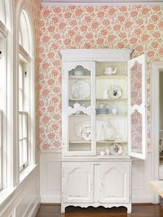 China Cabinet~ I would use this to store my lovely fabrics. pretty