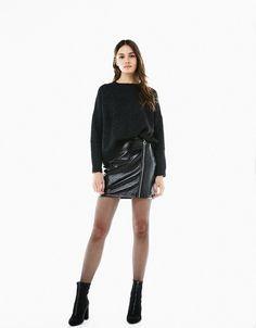 Minifalda charol cremallera delantera - Faldas - Bershka España