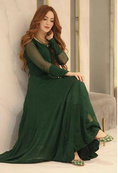 Party Wear Indian Dresses, Pakistani Fashion Party Wear, Designer Party Wear Dresses, Indian Gowns Dresses, Indian Fashion Dresses, Indian Designer Outfits, Beautiful Pakistani Dresses, Pakistani Dresses Casual, Pakistani Dress Design