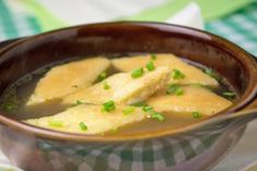Bisquitschöberl schmecken köstlich in einer kräftigen Rindersuppe. Ein alt-österreichisches Rezept.
