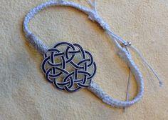 #Endlosknoten an #Freundschafts- oder #Silber-#Kordel-#Armbändern. Feinste #Silberdraht-Kunst. #Silberarmband #Silberschmuck #Armband #Freundschaftsband #Valentinstag