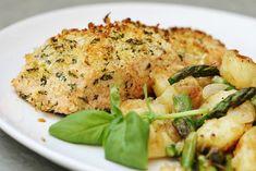 Frasig pankopanerad lax med stekt potatis, sparris och lök Fish And Seafood, Risotto, Potato Salad, Food And Drink, Keto, Chicken, Dinner, Ethnic Recipes, Fri