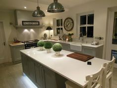 A stylish bespoke painted shaker style kitchen by Elements. The finishing touches on this kitchen complete the contemporary look. Real Kitchen, Kitchen Grey, Shaker Style Kitchens, Bespoke Kitchens, Shabby Chic Kitchen, Kitchen Design, Contemporary, Stylish, Home Decor