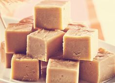 Voatsiperifery pepper fudge recipe, from Souschef. Köstliche Desserts, Delicious Desserts, Dessert Recipes, Yummy Food, Canadian Cuisine, Canadian Food, Canadian Recipes, Maple Fudge, Maple Syrup Recipes