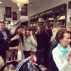 Arnold Busck på Købmagergade var fyldt til randen, da vi fejrede udgivelsen af 'I et hav a | OnInStagram