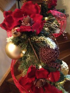 N 4 Events, Christmas Staircase Decorating, Christmas Holiday, Winter Holiday, Christmas Decorations, Christmas Stair Decorations, Stairs DIY, Christmas DIY, Staircase, How to Decorate, Christmas Decor, Christmas Tips, Garland, Ornaments, Stocking, Christmas Ideas http://youtu.be/hPnJyaTDRPo