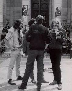 Mai 68 dans la cour de la Sorbonne - Paul Almasy