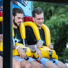 Radek Faksa and Tyler Seguin coming back down after their first ride on the Superman Tower of Power. Stars Hockey, Ice Hockey, Maple Leafs Hockey, Hockey Memes, Tyler Seguin, Jonathan Toews, Colorado Avalanche, Los Angeles Kings, Hockey Girls