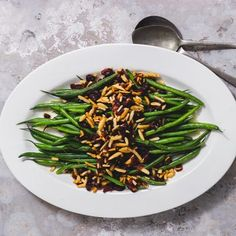 A lovely twist to glamorise green beans for any special occasion. Christmas Lunch, Christmas 2019, Christmas Ideas, Green Beans With Cranberries, Holiday Festival, Serving Dishes, Almonds, Stir Fry, Allrecipes