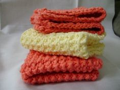 Simple Knit Dishcloth. Free Pattern available @ mockingbirdknits.com