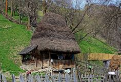 Apuseni Mountains Still inhabited fairy-tale house Village Photos, Mountain Village, Treehouse, Country Life, More Photos, Old Houses, Abandoned, Fairy Tales, Places To Visit