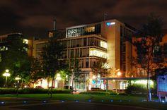 Les locaux de l'INRS, à Québec Thing 1, Logs, Research, New Work, Innovation, University, Mansions, House Styles, Search