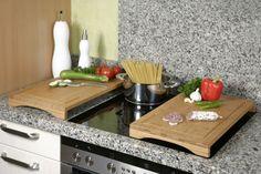 Planche à découper qui se transforme en plan de travail - pratique dans une petite cuisine