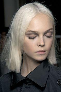 Linda corte e cor de cabelo #makeup #maquiagem #hair #blonde #fashion #style #moda #platinado