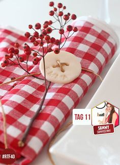 Namens-Deko für deinen Weihnachtstisch Christmas Table Decorations, Diy Décoration, Table Settings, Xmas, Gift Wrapping, Gifts, Wedding, Blog, Inspiration