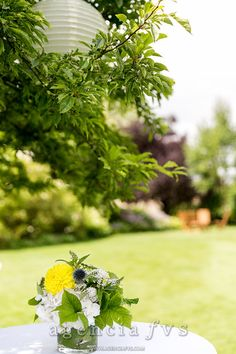 Décor naturel avec des fleurs de la saison, champêtre by Keiko Nishida (Mariage Gladis et Matthieu)