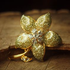 Rosamaria G Frangini | MyFlowerJewellery | We Love Gold : Sunflower Brooch