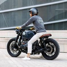 BMW R100r by @epicurial_motorcycle #2wheels #motorcycle #menstoys #motorbike #caferacer #brattracker #bobber #classicracer #oldschoolchopper #bmwcaferacer #bmwmotorsport #bmwr100 #minimalist