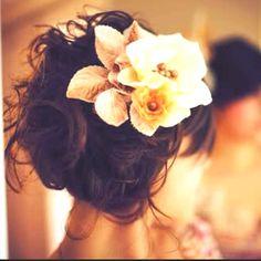 Beautiful flowers   #Hair #Flowers #FlowersInHair #BridalHair #bride #bridal #classy