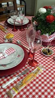 Th me guinguette on pinterest mariage rouge and deco - Deco table guinguette ...