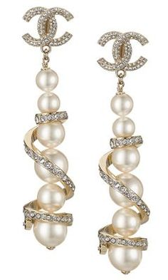 Find the Chanel Spring/Summer 2016 Accessories: at The RealReal is the only fully authenticated marketplace where you can buy and. Chanel Earrings, Chanel Jewelry, Pearl Jewelry, Fine Jewelry, Pearl Earrings, Jewelry Accessories, Fashion Accessories, Fashion Jewelry, Chanel Spring