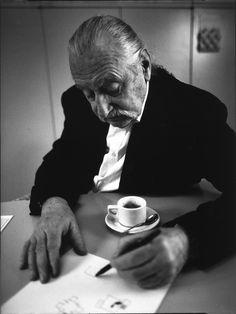 Ettore Sottsass, photo Luca Fregoso, 1973 | b&w photography design