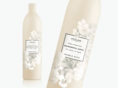 The perfect gift to give to that special person in your life. Oriflame's Blooming Love Bath Foam provides a creamy lather and a divine scent of white flowers. A treat for yourself and for those you love the most. In these days in which there are very stressful and under so many responsibilities, nothing better