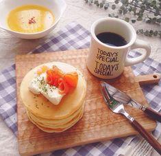 スモークサーモン、サワークリームとパンケーキ♡